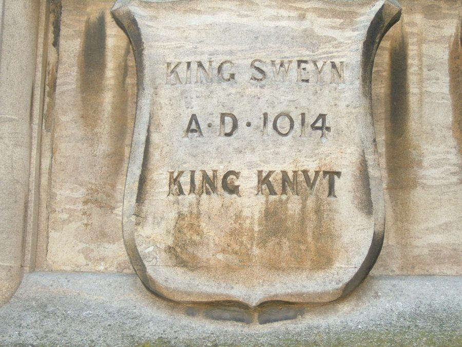 A stone plaque with the names of King Sweyn and King Knut