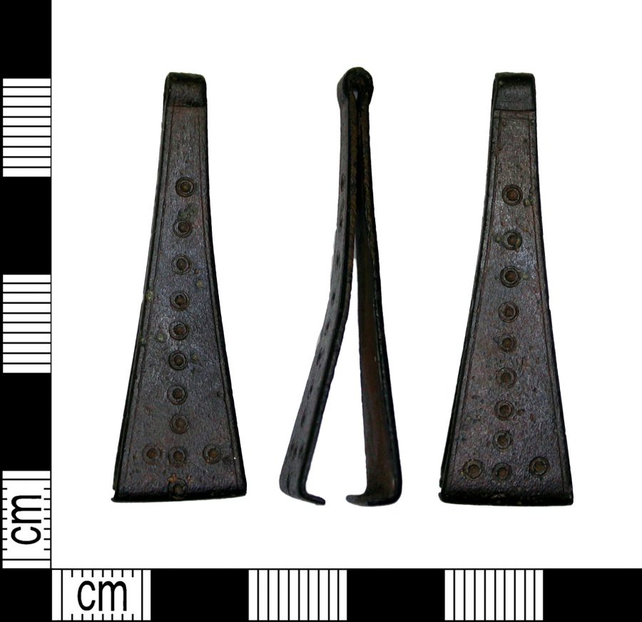 Early medieval copper alloy tweezers found in Bassetlaw, Nottinghamshire. (c) Portable Antiquities Scheme, CC BY-SA 2.0